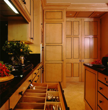 Biedermeier kitchen in maple and birds eye maple